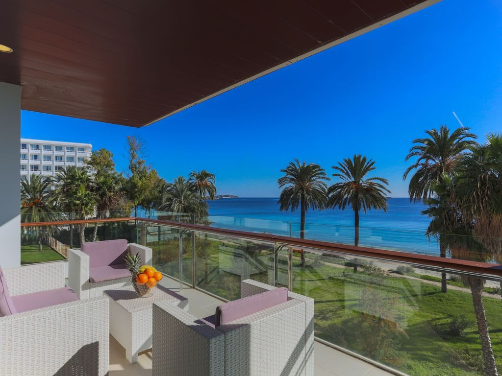 Playa den bossa apartment with sea view